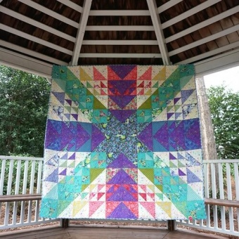 Charmed Life Quilt Anleitung - Tula Pink Pinkerville Designerstoffe Pattern - FreeSpirit Patchworkdecke - GRATIS DOWNLOAD!