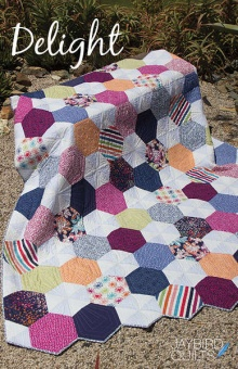 Delight Patchworkdecke - Hex'N'More Schnittmuster Booklet - Jaybird Quilts