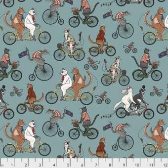 Cat Tales Katzenstoff - Aquifer Bicycle Race - Rachel Hauer Designerstoff - Free Spirit Motivstoff mit Fahrrädern & Kätzchen