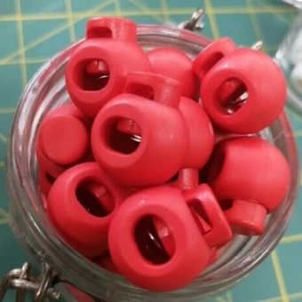 Mohnrote Kordelstopper - Runde Versteller für Kordeln - Knallrot