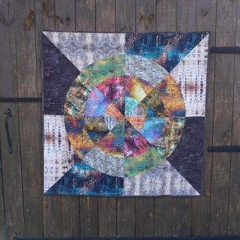 GRATIS DOWNLOAD! Curious by Nature Quilt featuring Abandoned 2 Anleitung - Tim Holtz Eclectic Elements Abandoned II - Vintage Steampunk Patchworkdecke Schnittmuster