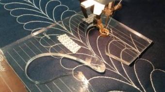 Feather Federmuster- Ruler Foot Template - Schablone für Linealfuß / Rulerfuß